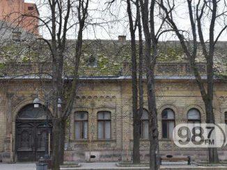 zgrada-u-ulici-srpskih-vladara-urususavanje-propala-fasada-