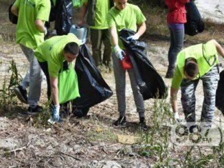 čišćenje-poluostrava-Apatin-Dunav-smeće-akcija-srednjoškolci-skupljanje-smeća-
