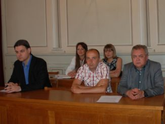 Dr-Dalibor-Forgic-novoizabrani-clan-Gradskog-veca-u-sredini-izmedju-clanova-GV-Nemanje-Saraca-levo-i-Save-Dojica-desno