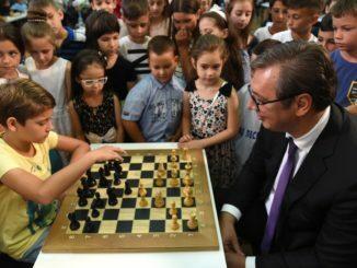 Povodom-Dana-saha-predsednik-Srbije-Aleksandar-Vucic-ugostio-mlade-sahiste-